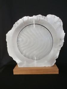 Genesis, schepping en evolutie € 900,00. Gemaakt in wit transparant albast. Hoogte 53 cm op houten sokkel